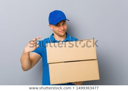 Joven feliz caja de cartón cara hombre guapo pie Foto stock © ra2studio