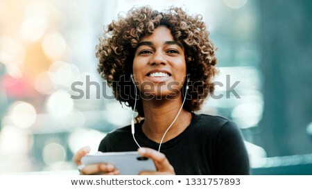 vrouw · luisteren · oproep · mobiele · glimlachend · mooie - stockfoto © photography33