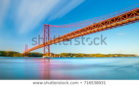 Rouge pont Lisbonne Portugal bateau ville Photo stock © joyr