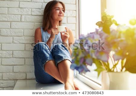 Mooie peinzend vrouw vergadering vensterbank drinken Stockfoto © deandrobot