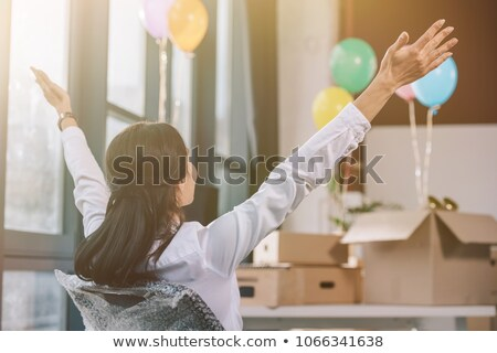 mosolygó · nő · elvesz · törik · főiskolai · hallgató · kampusz · tavasz - stock fotó © is2