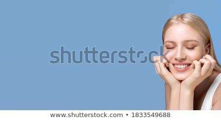 Genç kız gözleri kapalı kız papatya sevinç çayır Stok fotoğraf © IS2