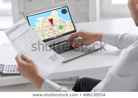 személy · GPS · térkép · laptop · navigáció · kéz - stock fotó © andreypopov