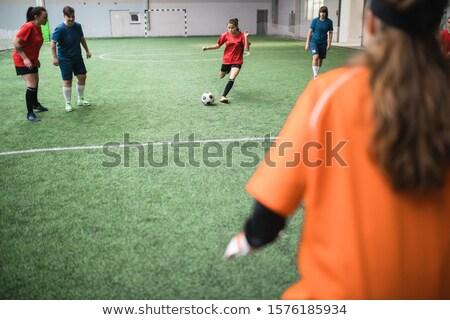 Actief meisje lopen bal groene veld Stockfoto © pressmaster