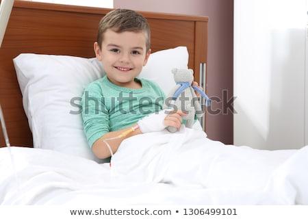 medico · seduta · letto · di · ospedale · uomo · ritratto · sorridere - foto d'archivio © wavebreak_media