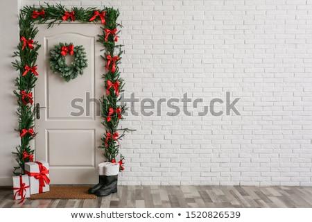 Noel kapı kapalı çelenk kış kırmızı Stok fotoğraf © pcanzo