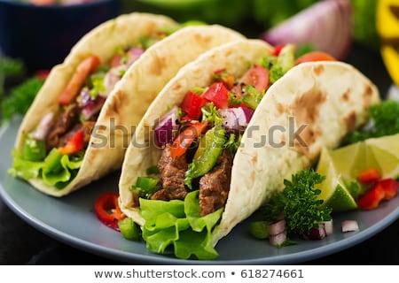 ストックフォト: タコス · 牛肉 · トマト · パン · サラダ · メキシコ料理
