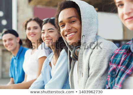 posant · ensemble · souriant · caméra · livres - photo stock © stokkete