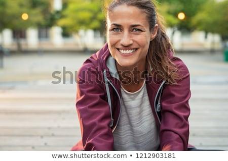 Brünette · Sitzung · schauen · Kamera · Frau · Stein - stock foto © deandrobot