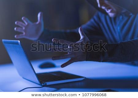 Mérges hacker laptop kiált sötét szoba Stock fotó © dolgachov