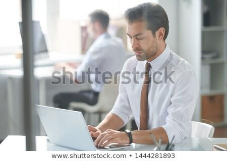 Sério analista informação sessão local de trabalho laptop Foto stock © pressmaster