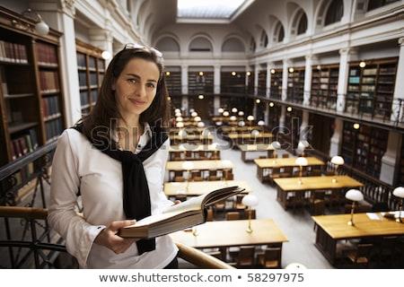 Estudante leitura biblioteca em cima jovem em pé Foto stock © lichtmeister