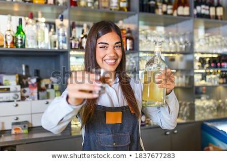 Barkeeper Gießen Cocktail Glas bar counter Stock foto © wavebreak_media