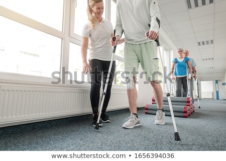 Emberek rehabilitáció tanul séta mankók férfi Stock fotó © Kzenon