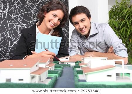 vrouw · ondertekening · contract · makelaar · jonge · vrouw · kopen - stockfoto © photography33