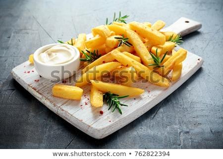 primer · plano · ternera · frito · patatas · vidrio · fondo - foto stock © ozaiachin
