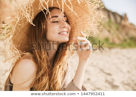 femme · tenues · de · plage · joli · brunette · blanche - photo stock © wavebreak_media