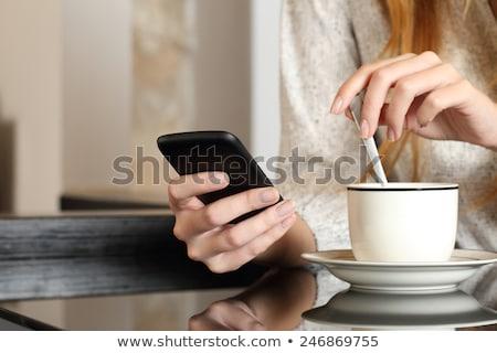 mulher · potável · café · leitura · sms · caneca - foto stock © fantasticrabbit