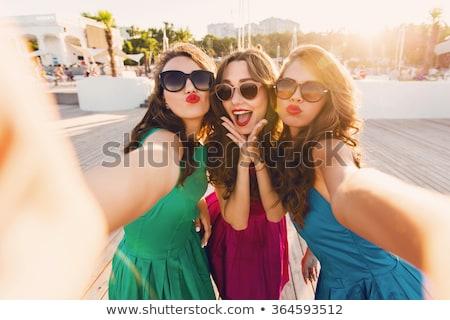 Stockfoto: Portret · drie · vrouwen · smartphone · vrienden