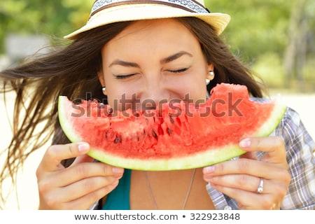 Vonzó lány görögdinnye szelet érett mosoly gyümölcs Stock fotó © ssuaphoto