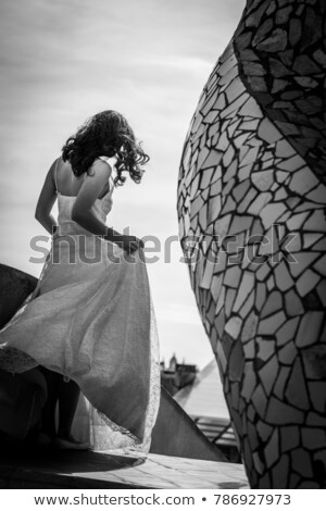 背面図 花嫁 ノースリーブの ウェディングドレス ホーム 女性 ストックフォト © wavebreak_media