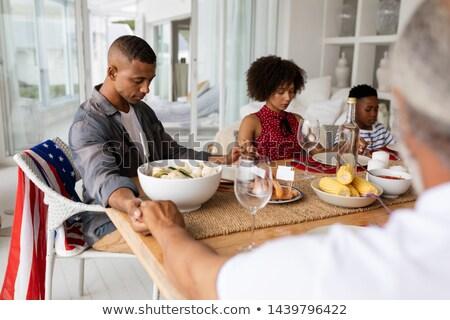 Schouder familie bidden voedsel eettafel Stockfoto © wavebreak_media