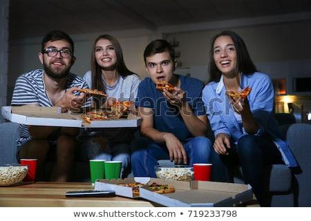 Arkadaşlar içecekler pizza izlerken tv ev Stok fotoğraf © dolgachov