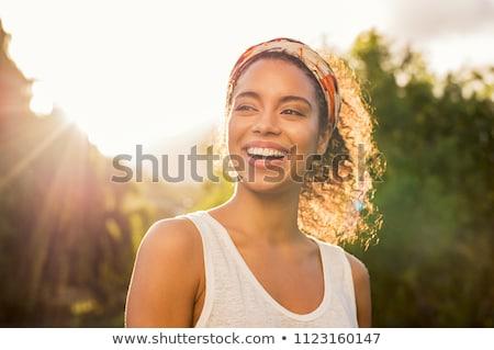 boldog · női · arc · néz · kamera · pálma - stock fotó © pressmaster