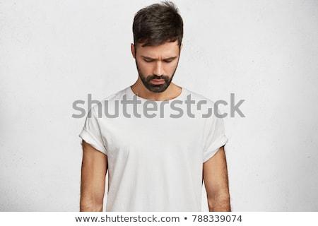 Jonge mode man naar beneden te kijken afbeelding Stockfoto © feedough