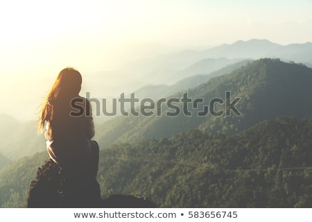 Stock fotó: Magányos · nő · hegyek · áll · messze · messze