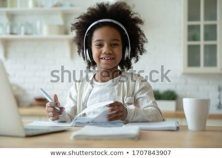 iskolások · visel · iskola · mikrofon · oktatás · asztal - stock fotó © is2