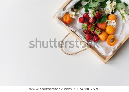 Fraîches croissants baies table en bois haut vue Photo stock © karandaev