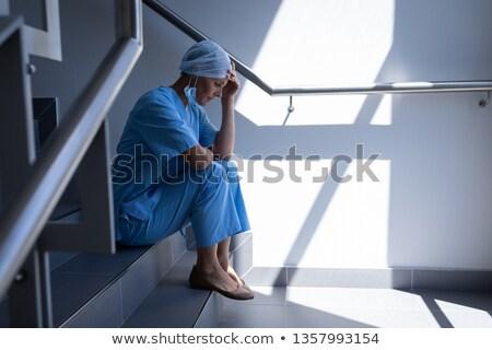 Vista lateral chateado caucasiano feminino cirurgião sessão Foto stock © wavebreak_media