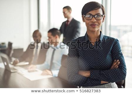 Zdjęcia stock: Kobieta · interesu · broni · uśmiechnięty · czarny · garnitur · fałdowy