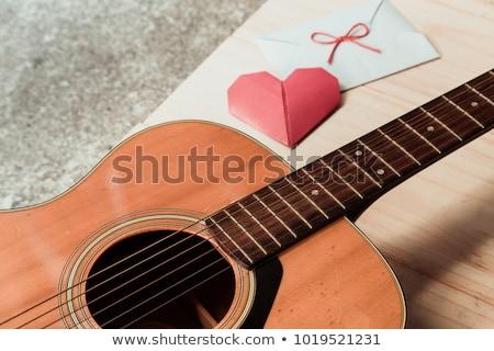 Amour chanson Guy jouer guitare petite amie Photo stock © tiKkraf69