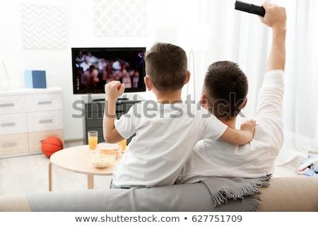 Mutlu baba oğul izlerken tv ev aile Stok fotoğraf © dolgachov