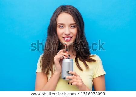 Fiatal nő tinilány iszik üdítő konzerv italok Stock fotó © dolgachov