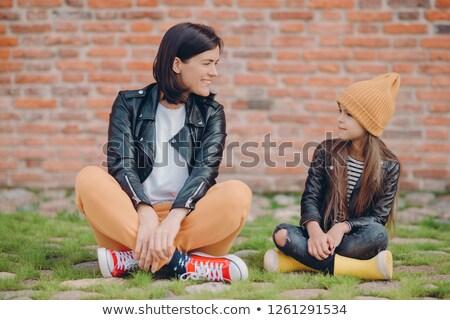 Tiro satisfecho dos hermanas plantean piernas Foto stock © vkstudio