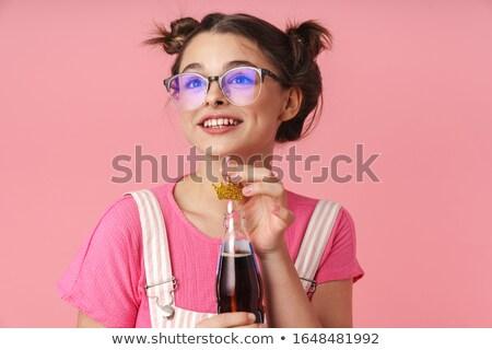 Foto gelukkig charmant meisje drinken limonade Stockfoto © deandrobot