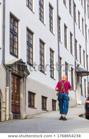 za · starszy · człowiek · budynku · strony · w · górę - zdjęcia stock © Paha_L