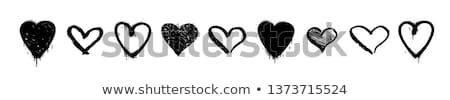 Siyah Duvar Yazısı Kalp Boya Kalp şekli Dizayn