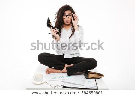 Meglepett afrikai fiatal üzletasszony ül tart Stock fotó © deandrobot