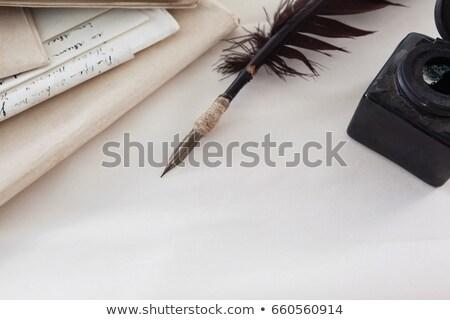Plumes encre bouteille juridiques documents blanche Photo stock © wavebreak_media