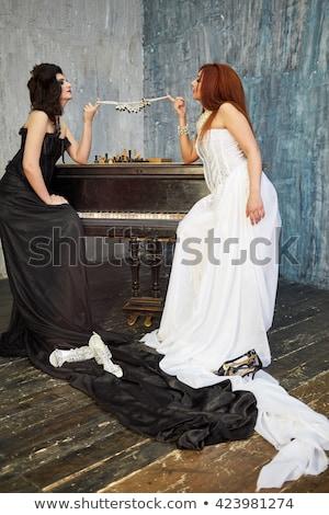 Vrouwen spelen glas kralen kantoor hand Stockfoto © IS2