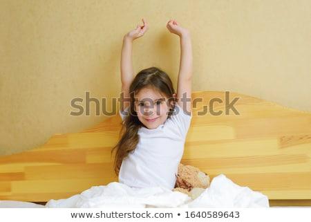 肖像 無邪気な 少女 座って ベッド ホーム ストックフォト © wavebreak_media