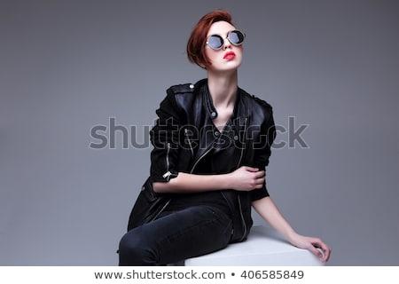 mulher · jovem · jaqueta · de · couro · jeans · quadro · olhando - foto stock © feedough