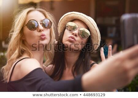 Beso mi mejor amigo joven besar mujer Foto stock © kalozzolak