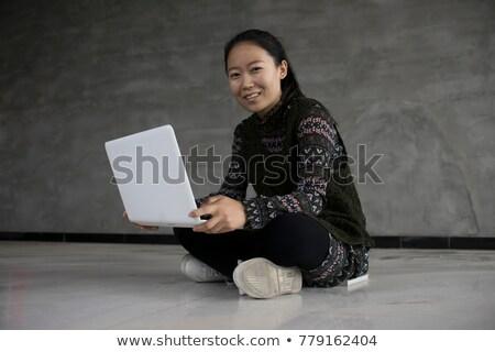 женщину сидят полу прихожей ноутбука Сток-фото © wavebreak_media