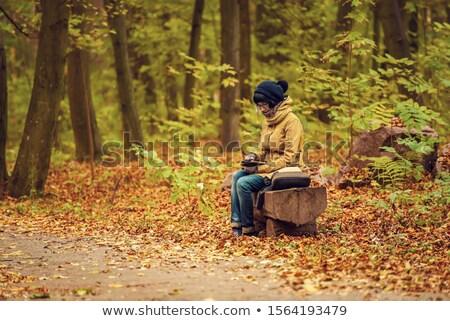 十代の少女 座って 屋外 電子ブック 少女 図書 ストックフォト © HighwayStarz