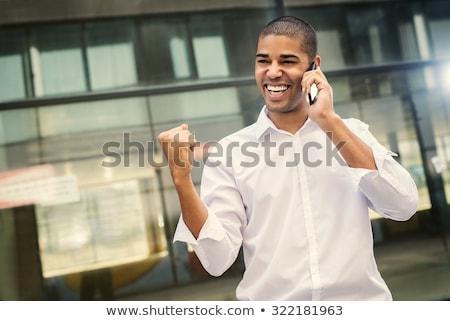 Feliz jóvenes casual hombre una buena noticia Foto stock © feedough